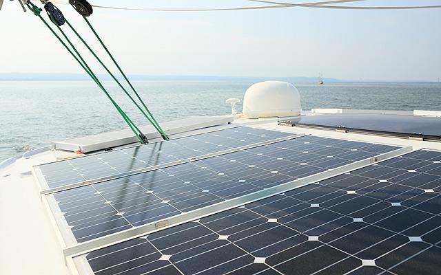 solaranlage f r yachten boote schiffe solarmodule kaufen und einbauen strom erzeugen. Black Bedroom Furniture Sets. Home Design Ideas