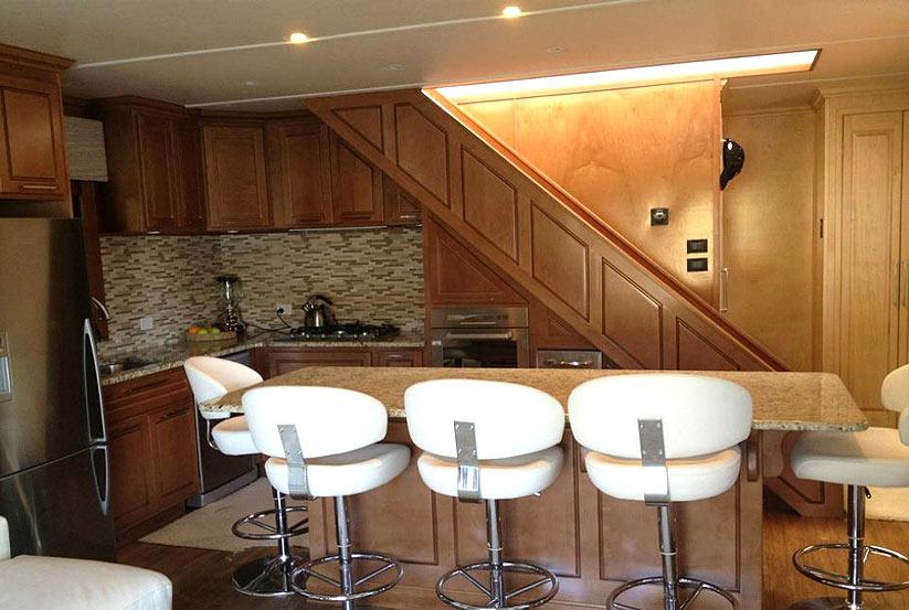 amerikanisches hausboot kaufen vom hersteller werft luxus hausboote usa amerika makler. Black Bedroom Furniture Sets. Home Design Ideas