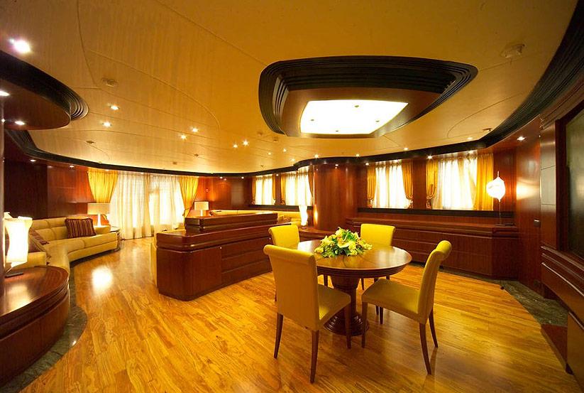 italienische luxusyacht maiora 43 kaufen vom hersteller werft luxus italien makler. Black Bedroom Furniture Sets. Home Design Ideas