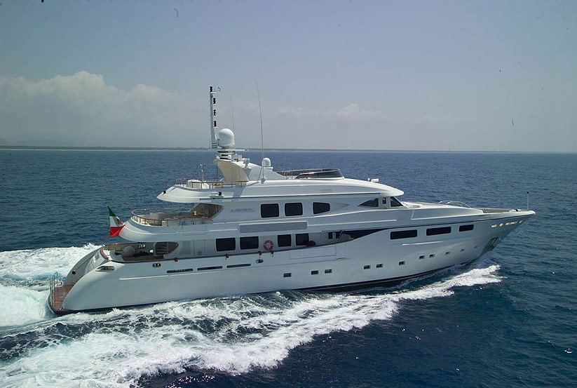 neue ab 78 luxusyacht kaufen vom hersteller yachtwerft ab yachts italienische luxusyachten. Black Bedroom Furniture Sets. Home Design Ideas