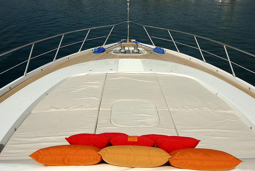 gebrauchte overmarine mangusta 92 luxusyacht kaufen gebraucht luxusyachten verkaufen. Black Bedroom Furniture Sets. Home Design Ideas