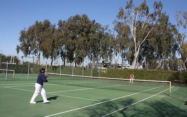 tennisplatz-tennis-spielen