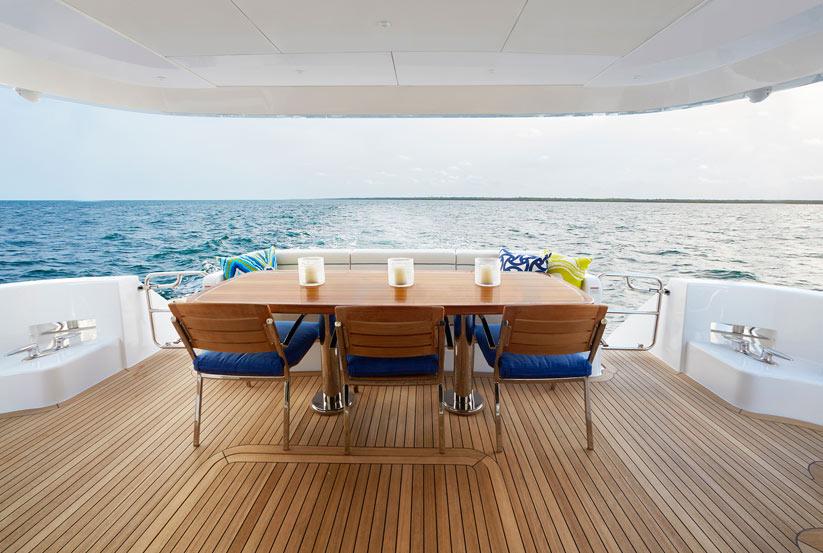 hatteras 70 luxusyacht kaufen von hatteras yachts. Black Bedroom Furniture Sets. Home Design Ideas