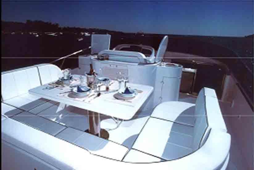 gebrauchte maiora 20 luxusyacht kaufen gebraucht luxusyachten verkaufen verkauf. Black Bedroom Furniture Sets. Home Design Ideas