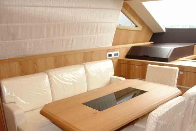 gebrauchte cayman 70 fly luxusyacht kaufen gebraucht luxusyachten verkaufen verkauf. Black Bedroom Furniture Sets. Home Design Ideas